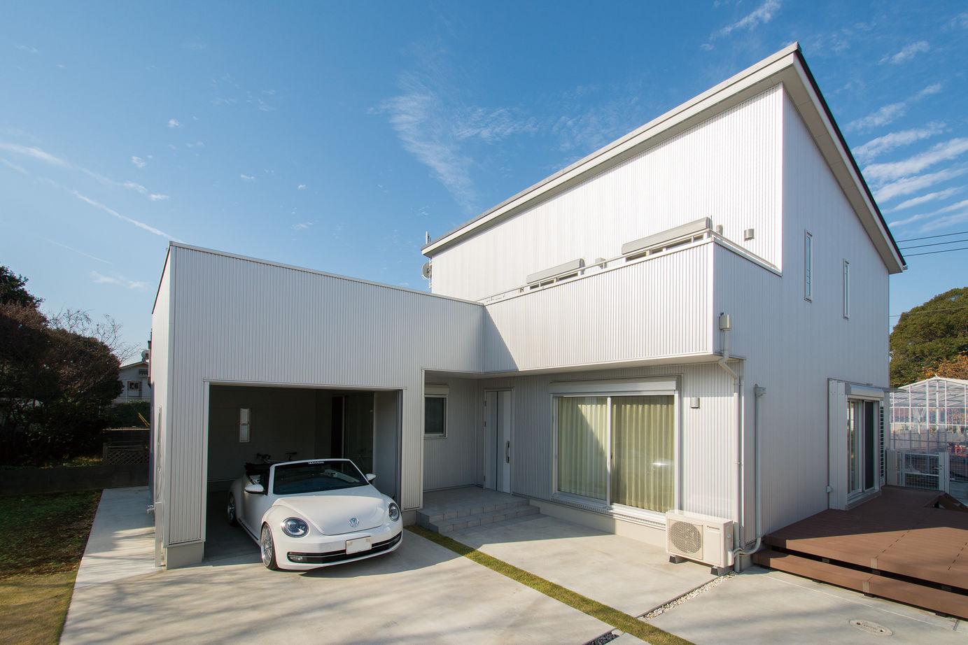 Suumo ガレージハウス 愛車を楽しむ憧れの住まい 大工の父が現場の仕事ぶりに太鼓判 藤島建設 フィットインプラザの建築実例詳細 注文住宅
