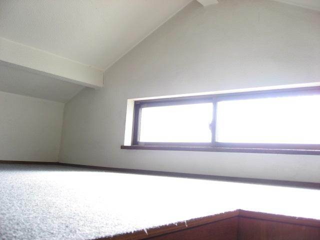収納 2階中洋室には屋根裏収納が!上ると広大な収納が広がります!