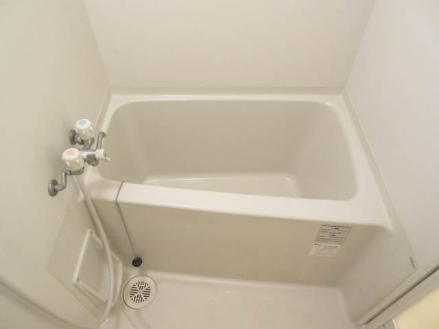 バス・シャワールーム お風呂とトイレはもちろん別々ですよ☆