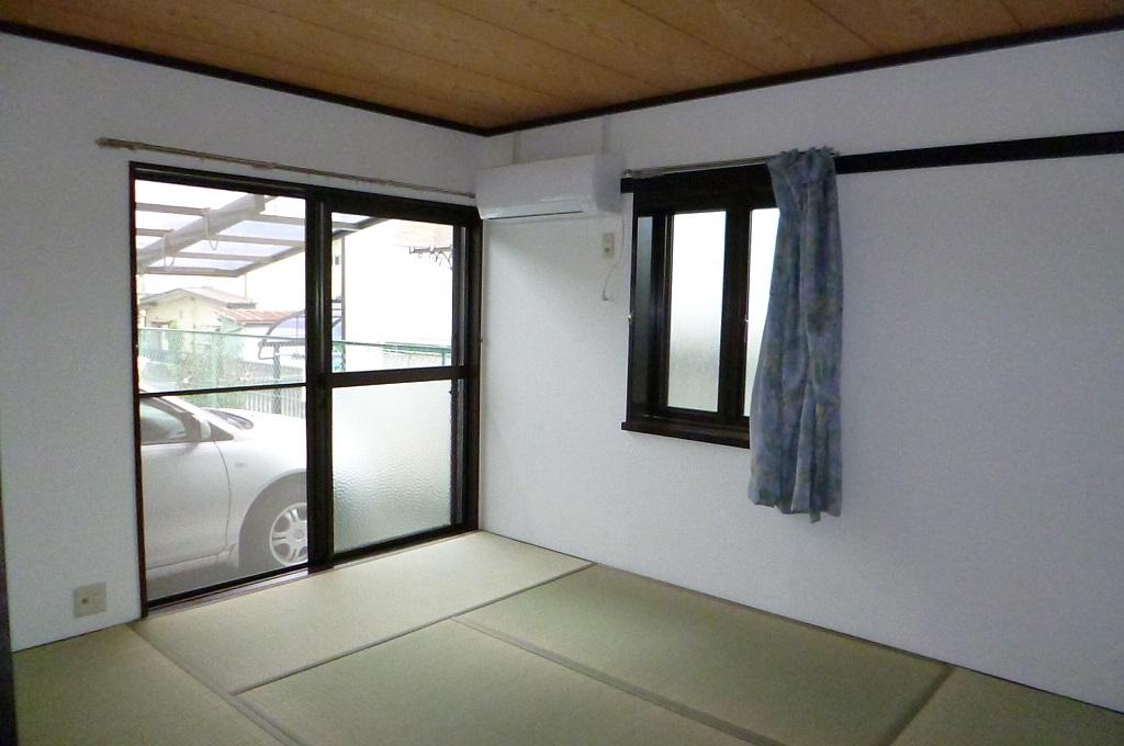 その他 自室前が駐車スペースです。角部屋の特権!窓が豊富で明るい部屋