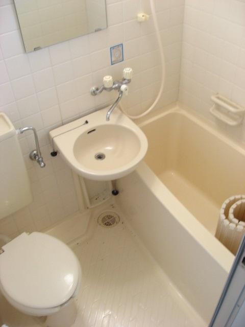 トイレ コンパクトな3点ユニットタイプで使い易いです!