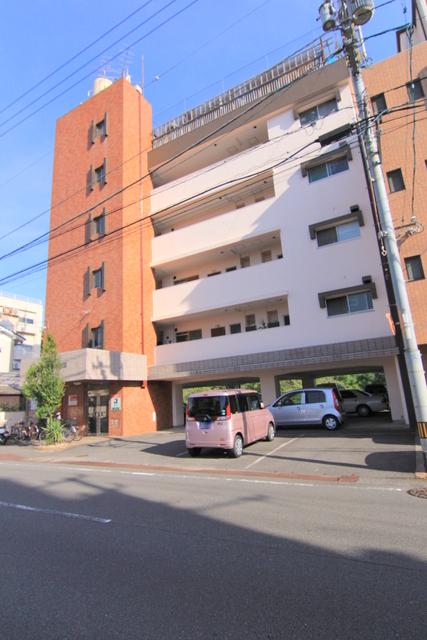 第8成田マンションの外観