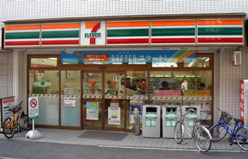 コンビニ セブンイレブン市谷柳町店(コンビニ)まで385m