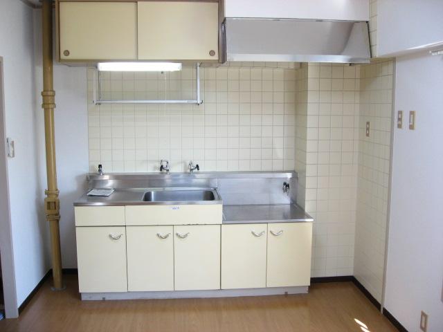 キッチン 使い易いI型です!右手には窓もあります!