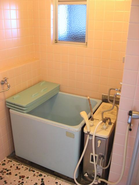 バス・シャワールーム 追焚可能で窓付きお風呂です!