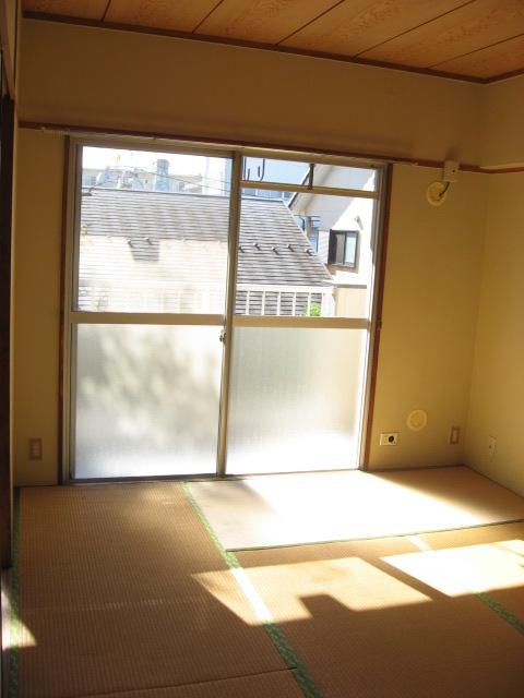 その他部屋・スペース 南向きの和室で明るいです!