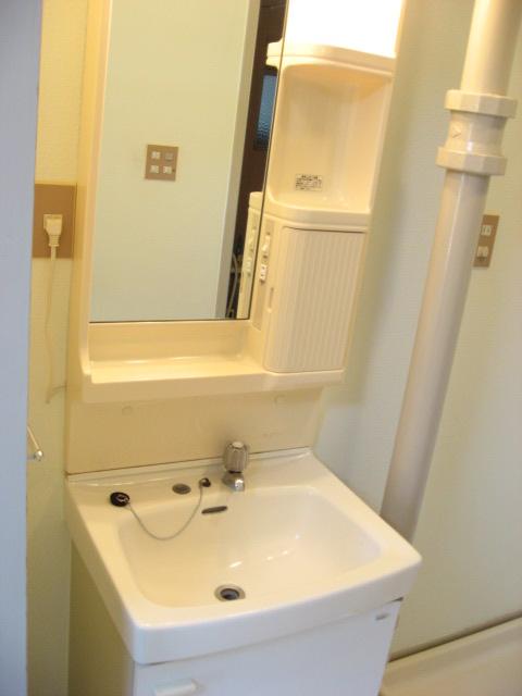 洗面設備 トール型の鏡で全身チェック!