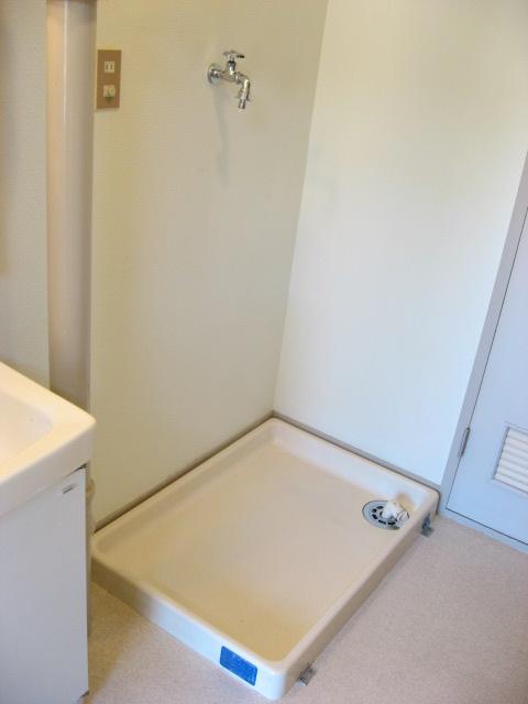 その他設備 洗面台の横には防水パンがあります!