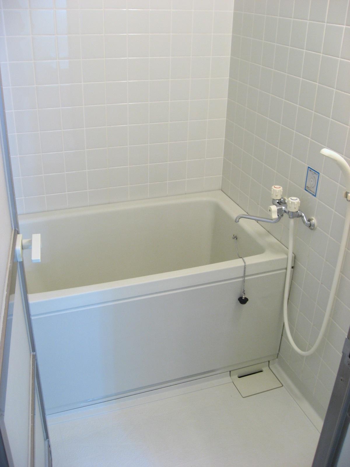 バス・シャワールーム 清潔で広めのお風呂でゆったりバスタイム!