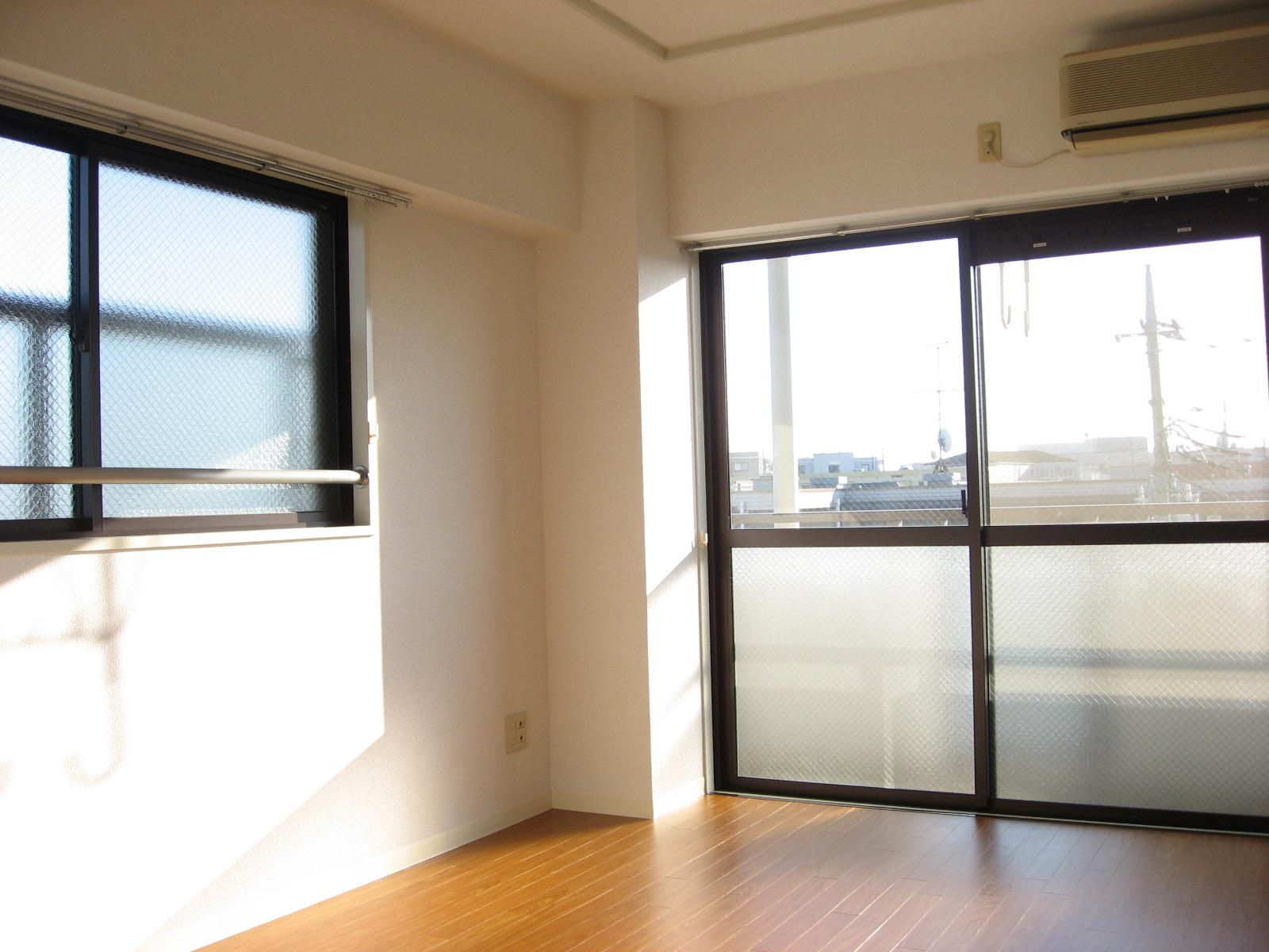 その他部屋・スペース 2面採光は東南角部屋の特権です!明るい南面BALです!