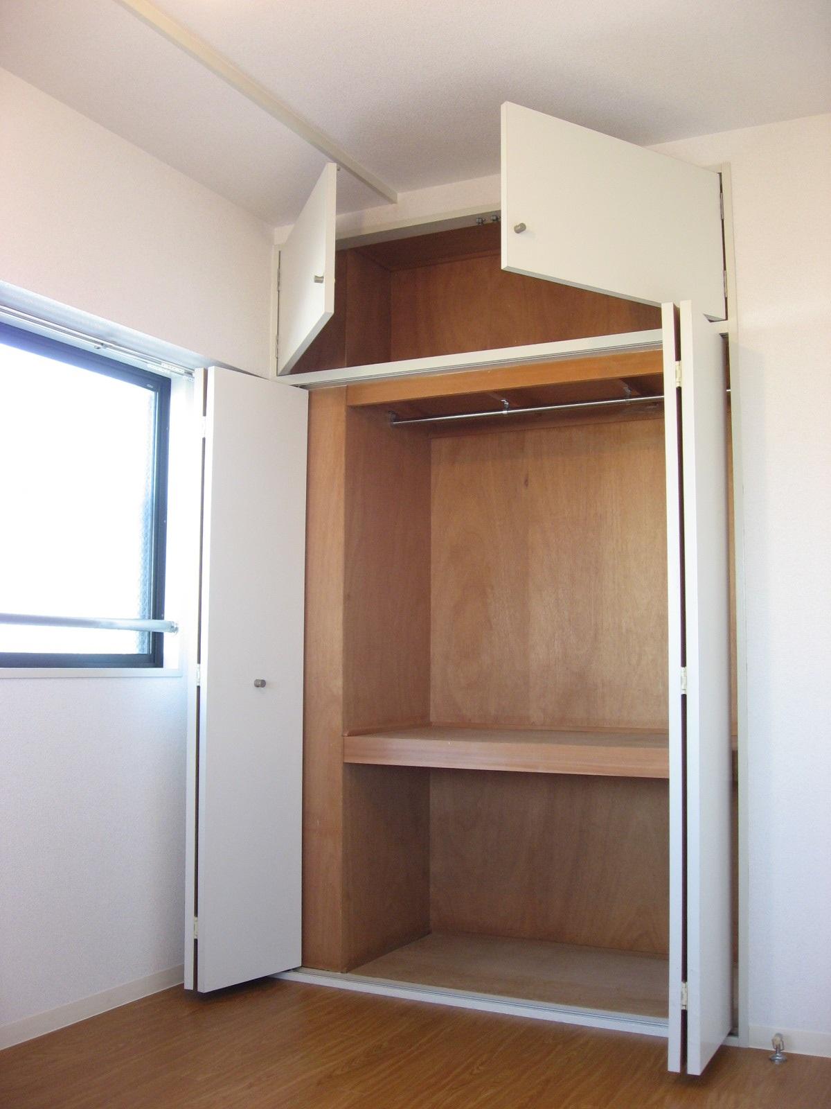 その他部屋・スペース 玄関横の洋室の大容量の収納です!嬉しい天袋も!
