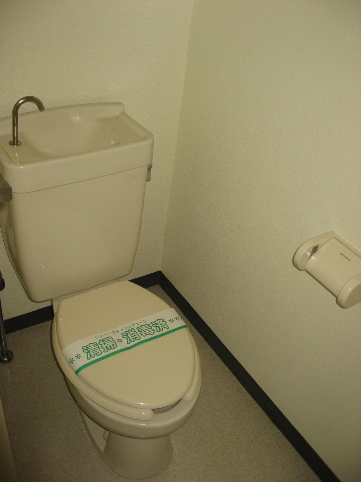 トイレ 手洗いタンク付きで落ち着く空間です!