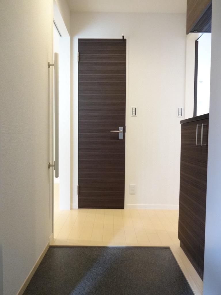 玄関 玄関のスペースも広く、下駄箱も収納力バッチリ♪