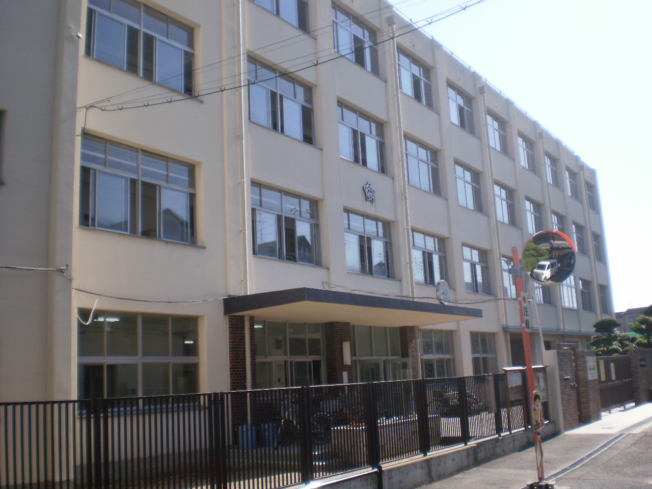 小学校 大阪市立川辺小学校(小学校)まで649m