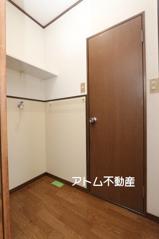 その他設備 洗濯機置き場です。上部に棚もあります。