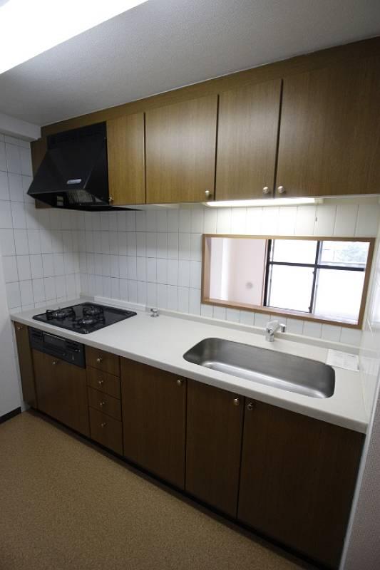 キッチン 別の部屋の写真です