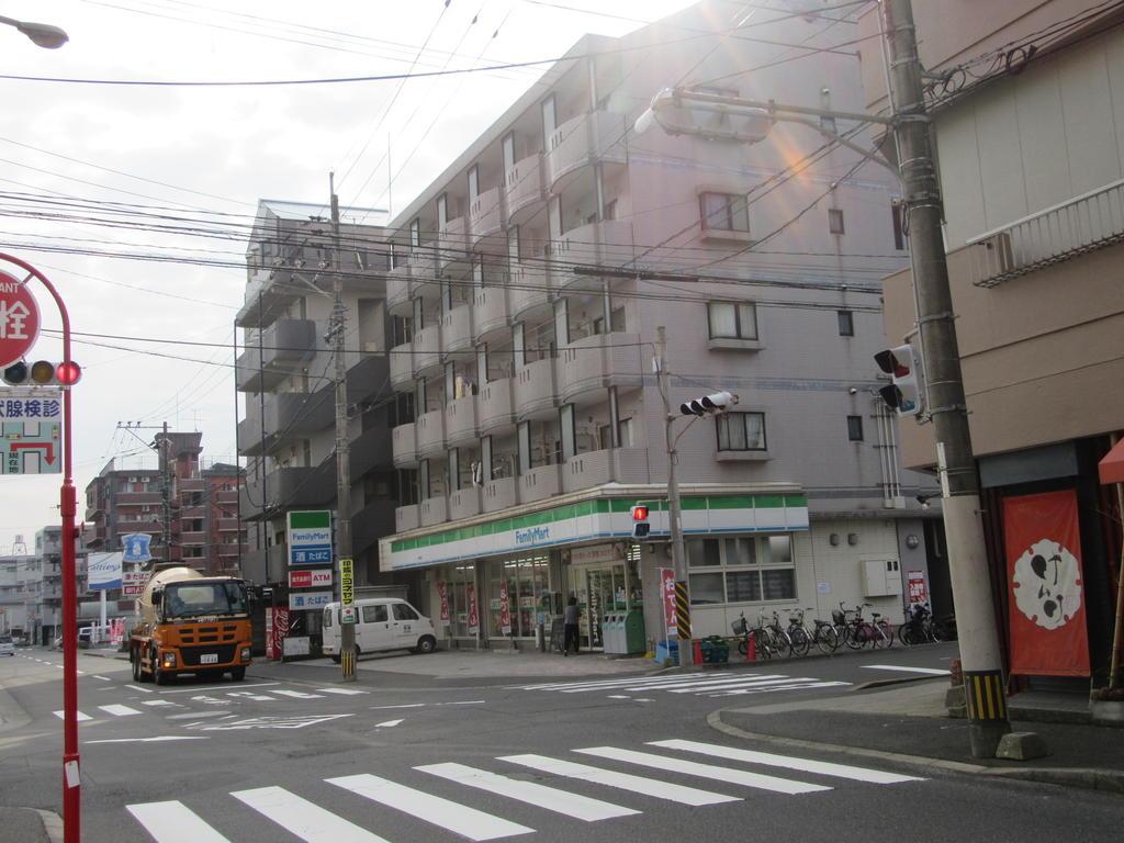 コンビニ ファミリーマート上荒田店(コンビニ)まで270m