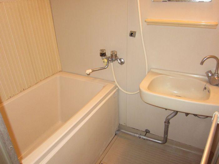 バス・シャワールーム ゆったりとしたバスルーム。