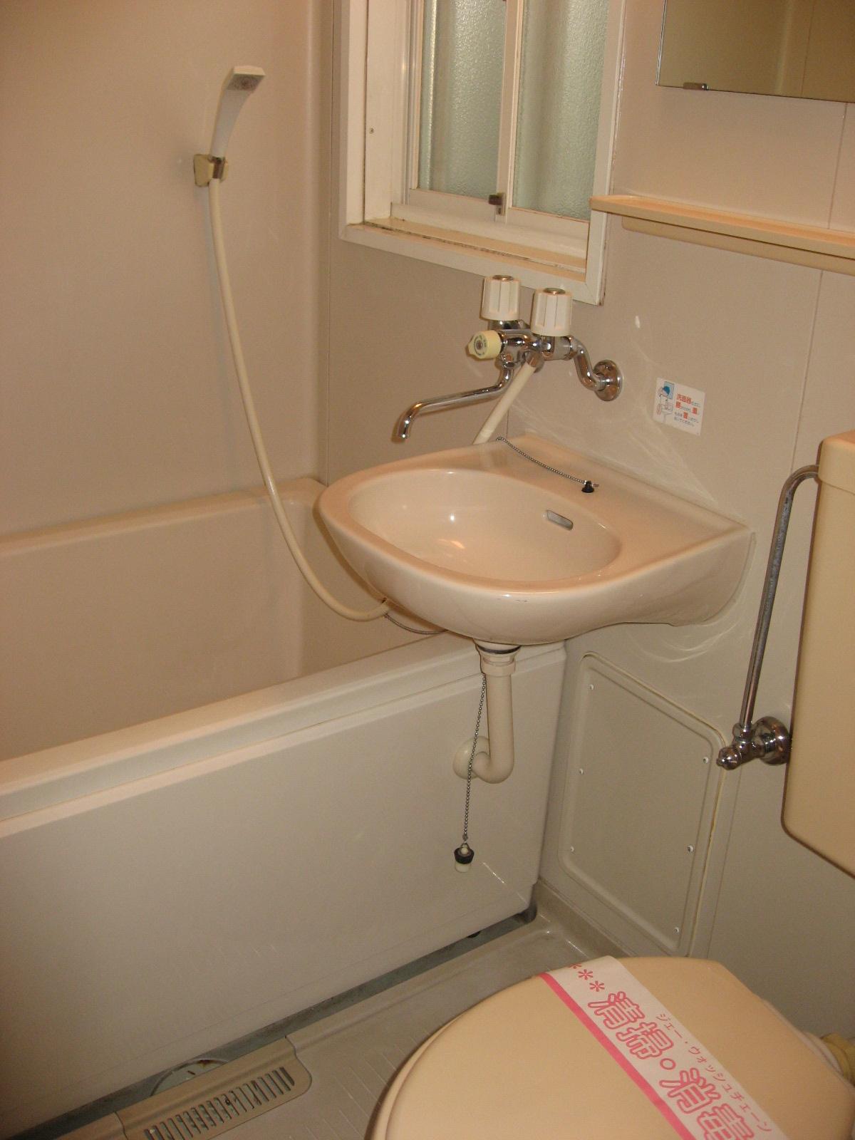 バス コンパクトで使い易い風呂トイレ洗面!嬉しい窓も!