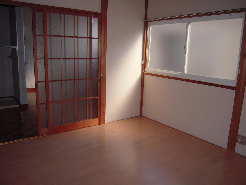 居室・リビング 角部屋の特権!窓が豊富で通風も良好