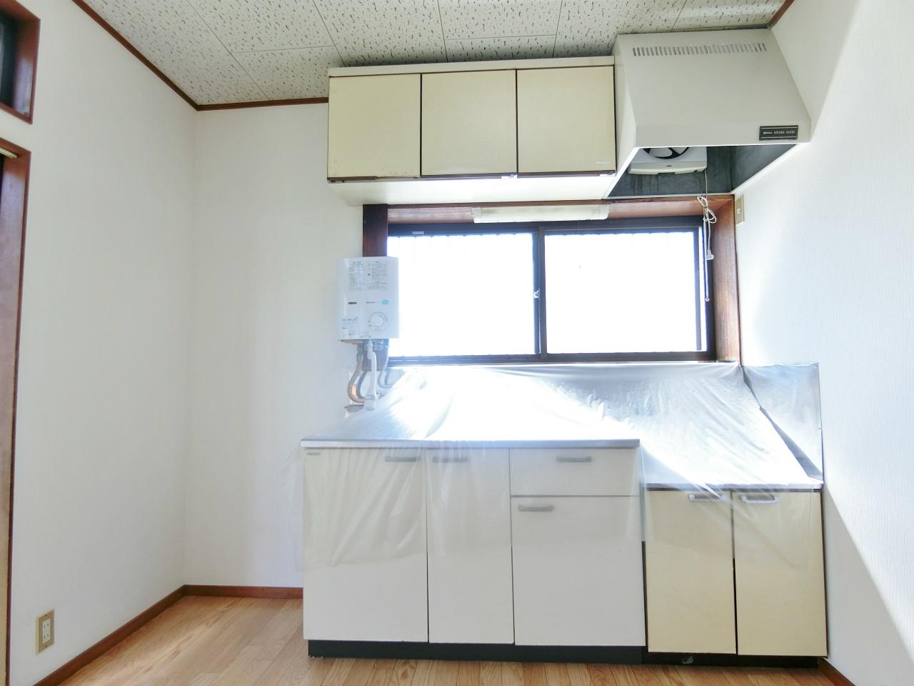 キッチン 瞬間湯沸器は残置物扱いになります。