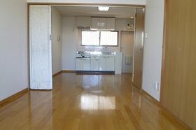 明るい色の床材なので、部屋の印象が柔らかいですね