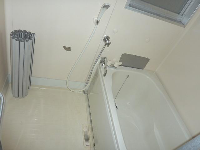 バス・シャワールーム 風呂場に窓有 喚起良好