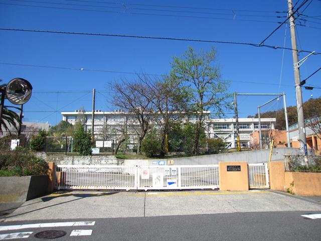 小学校 横須賀市立武山小学校(小学校)まで329m