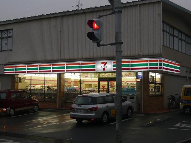 コンビニ セブンイレブン広島戸坂中町店(コンビニ)まで685m