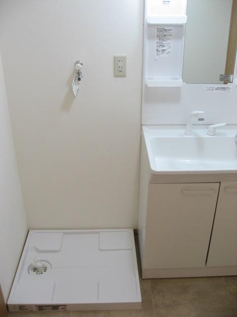 その他設備 洗面台の隣には防水パンが!