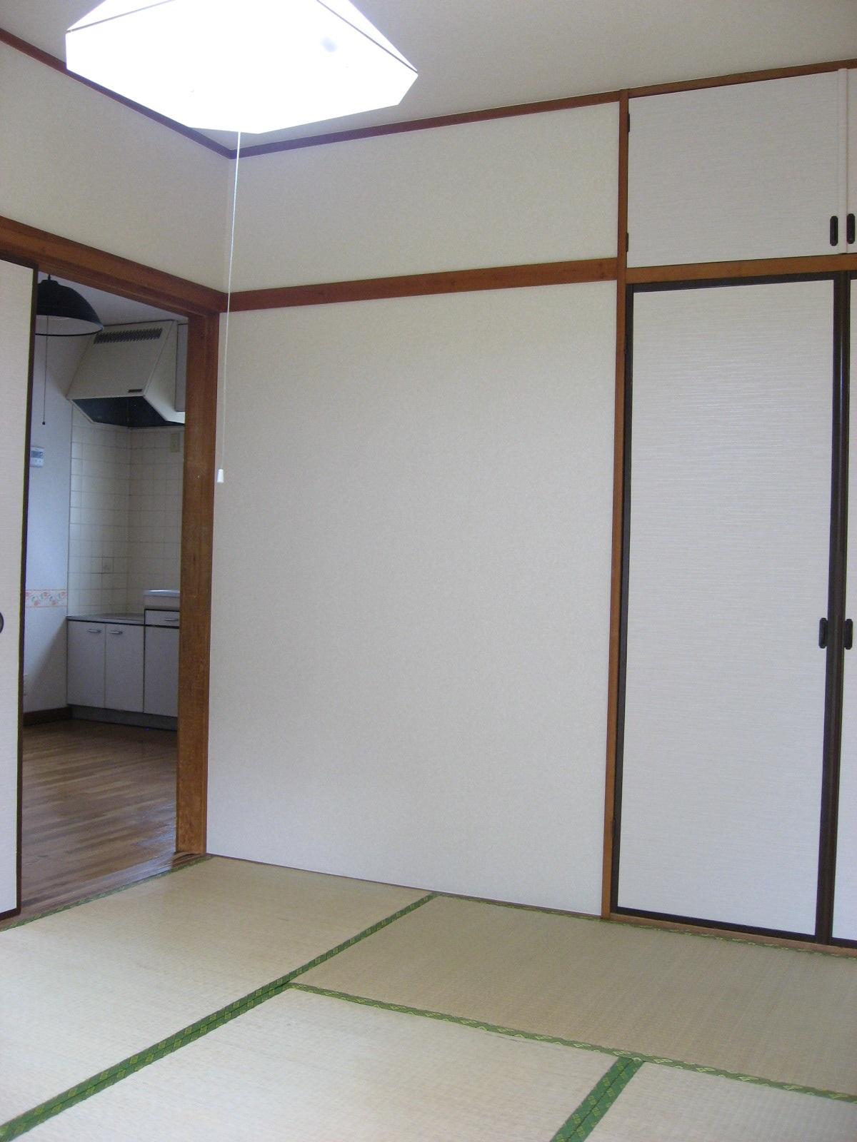 その他部屋・スペース 落ち着いた和室には大きな押入・天袋があります!