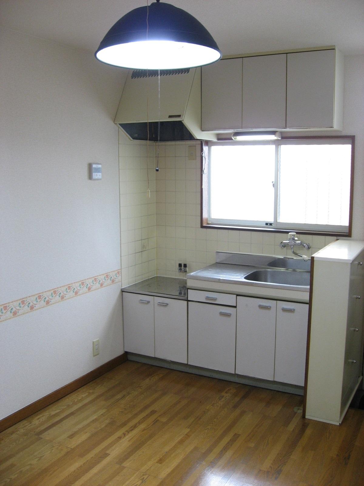キッチン ガスコンロ利用可。窓付キッチンで楽しいお料理を!
