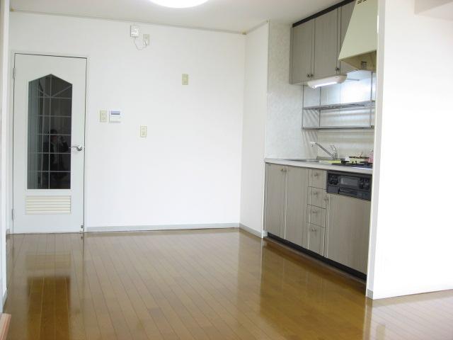 キッチン リビングからキッチン方面を見ると・・・。