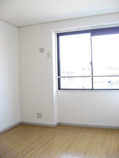 その他部屋・スペース 洋室は北側ですが明るいです!もちろん収納もあります!