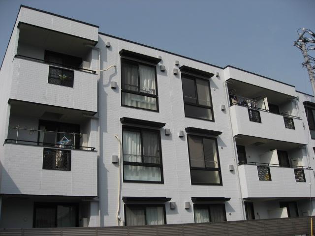 建物外観 外壁は明るい白色に再塗装したばかり!施工は大和ハウスです!