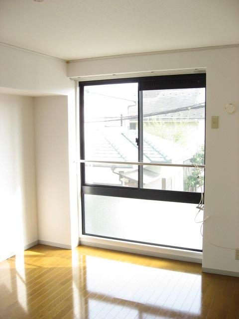 居室・リビング 南側の窓から陽が燦燦と入るリビングです!AC1台設置します!