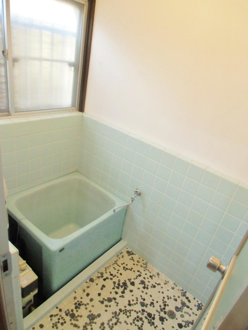バス・シャワールーム 窓付の浴室です♪♪♪