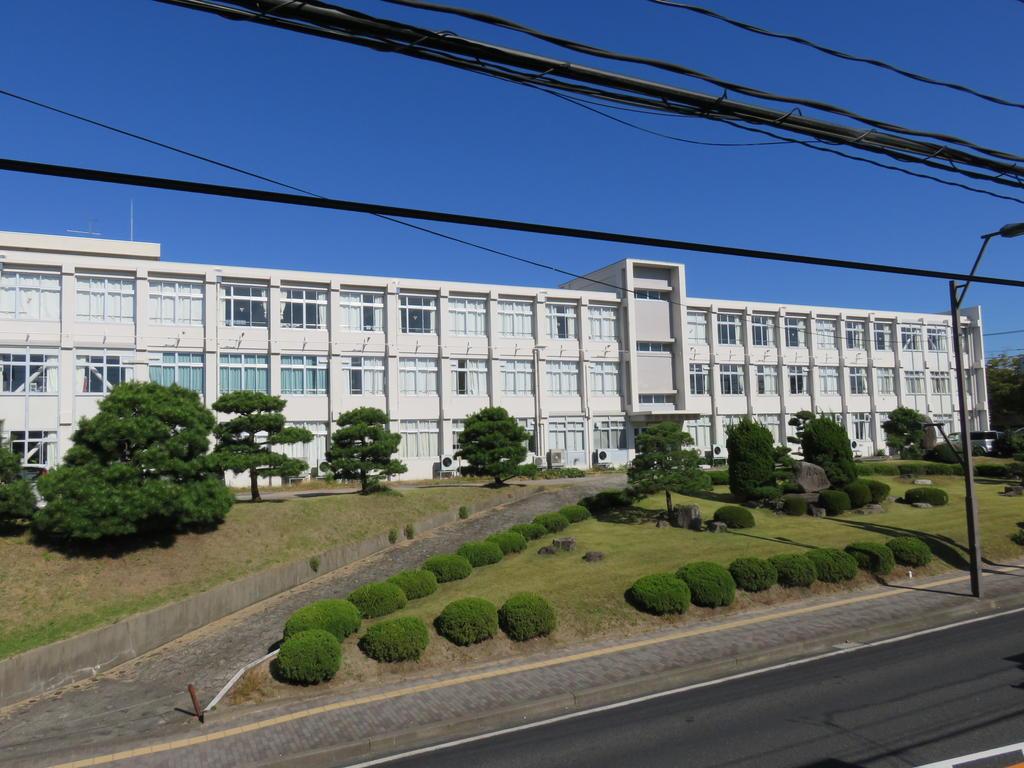高校・高専 鳥取県立鳥取商業高校(高校・高専)まで707m