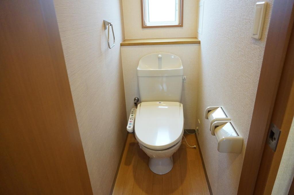 トイレ ※同アパート中部屋写真です。