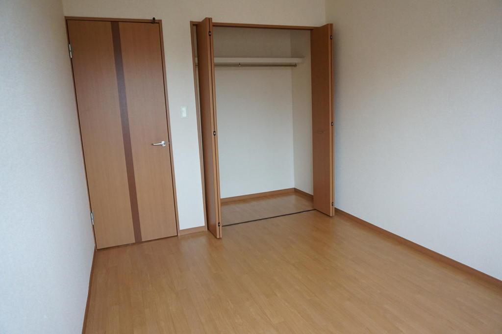 収納 ※同アパート中部屋写真です。