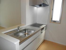 吊戸棚がなくすっきりとしたキッチンです