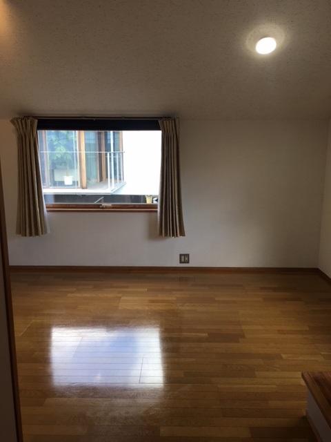 居室・リビング LDK8帖。2面窓で明るいお部屋です。