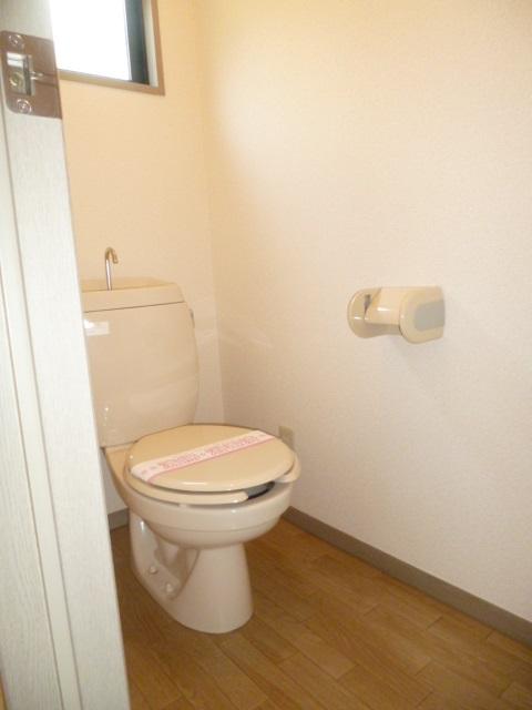 トイレ こちらも嬉しい窓付きです!