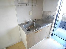 ガスコンロ設置OKの大型キッチンで料理もバッチリ