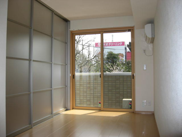 居室・リビング リビングと洋室を隔てるお洒落なスクリーン扉!