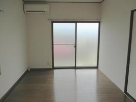左側洋室(エアコン付き)