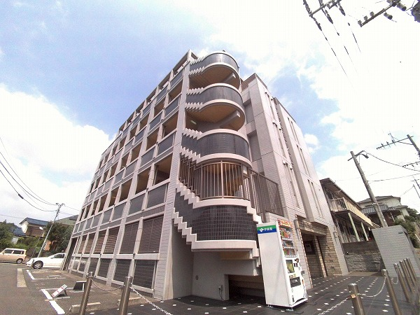 No.50 A・priori南小倉の外観