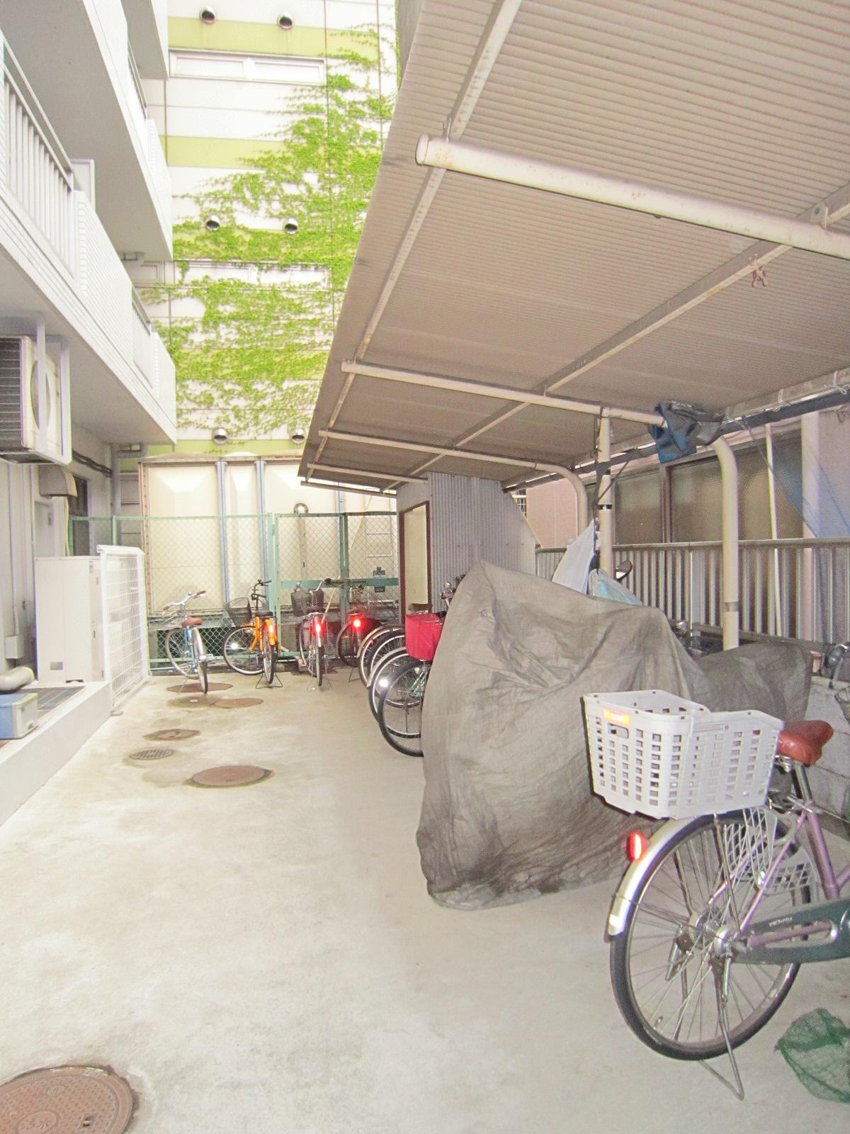 その他共有部分 駐輪・屋根付バイク置場(有料、バイクは屋根付部分確保します)