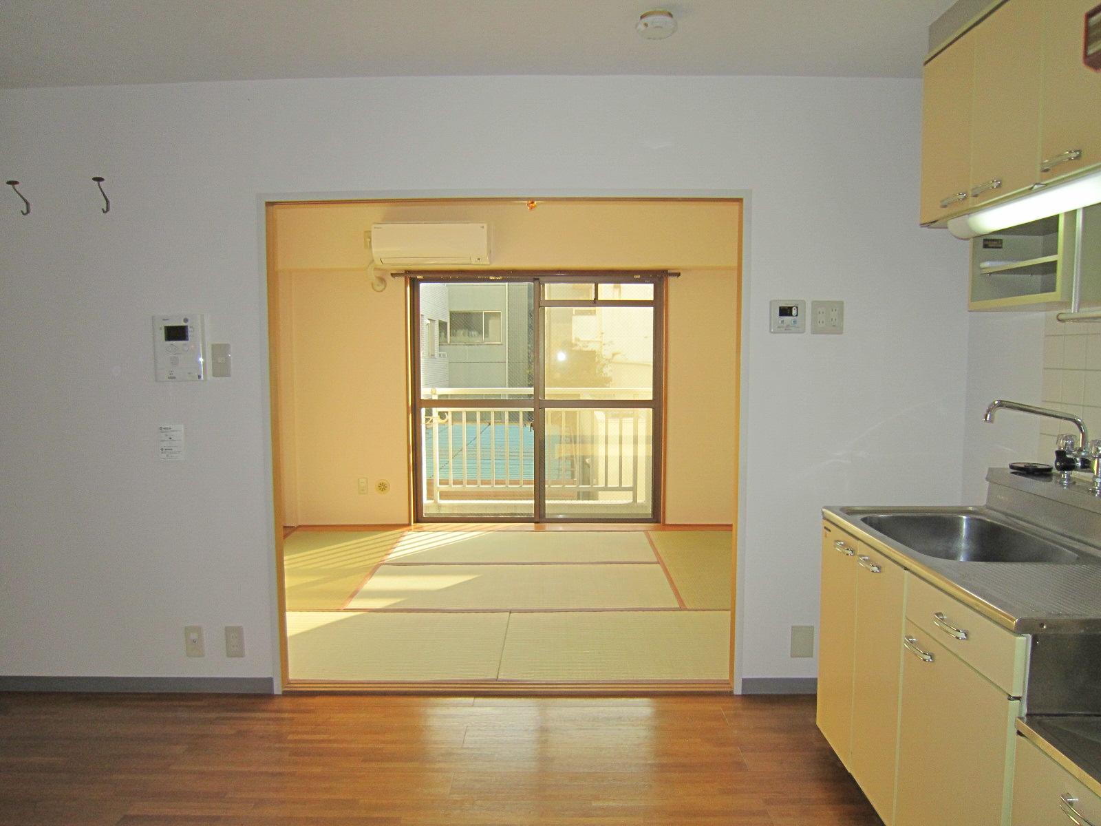 居室・リビング 玄関よりバルコニー方面(仕切り戸は外してあります)