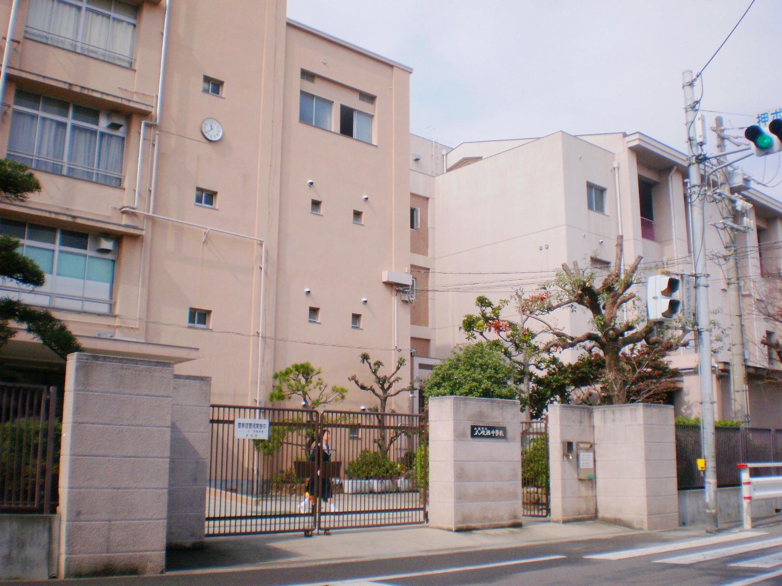 中学校 大阪市立瓜破西中学校(中学校)まで196m